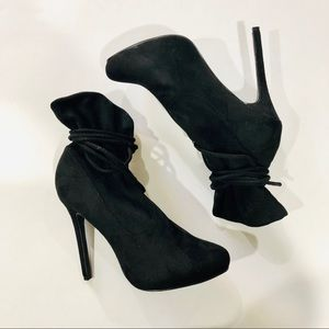 Liliana black ankle boots size 8